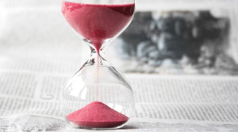 Les 8 lois de gestion du temps vous connaissez ? Elles impactent votre vie au quotidien pourtant ! Mais en sachant les utiliser, vous pouvez en faire des alliées de votre productivité. Dans cet article, je vous explique en détail les concepts et surtout comment les mettre en pratique chaque jour pour être plus efficace #productivité #organisation #gestiondutemps #entrepreneuriat