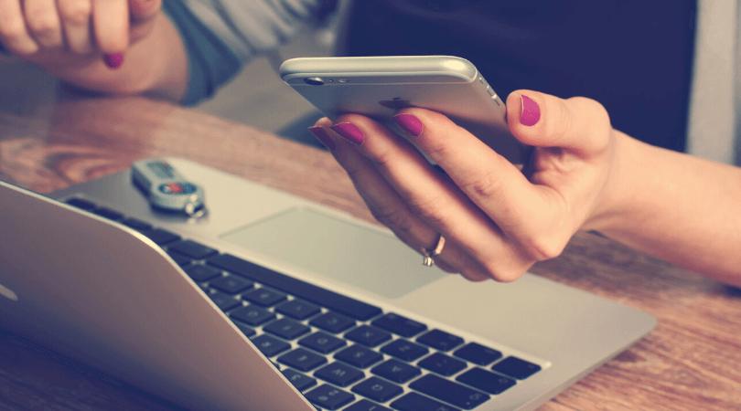 Si vous croyez que vous pouvez faire plusieurs choses à la fois, lisez cet article, vous pourriez être surprise ! Je vous explique en détail ce qu'il se passe dans votre cerveau quand vous faites du multitâche et quoi faire à la place pour être productive #productivité #efficacité #entrepreneuriat #gestiondutemps #travail