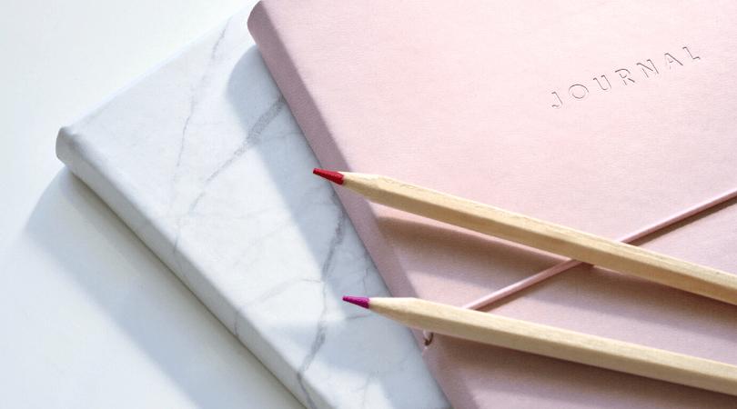 Pour bien s'organiser cette année, voici une liste de 20 habitudes parmi lesquelles piocher tout au long de l'année pour gagner en temps et en productivité #organisation #habitudes #productivité #routine