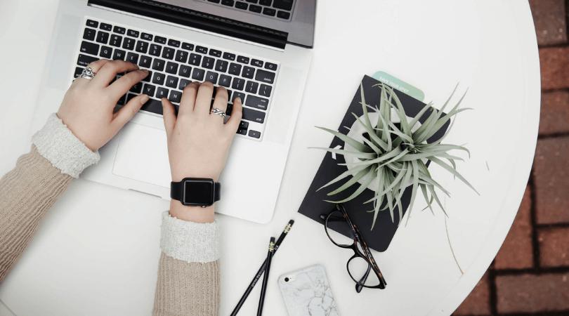 Vous avez quelques minutes de libre ? Que vous soyez devant votre ordinateur, à la maison, au travail ou n'importe où, voici ma liste des 20 choses que vous pouvez faire en quelques minutes pour mieux vous organiser et gagner du temps par la suite #organisation #productivité #gaindetemps #entrepreneuriat