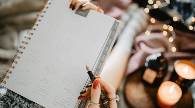 Toutes les choses à faire en début de mois pour bien s'organiser et gagner en temps et en sérénité pour les 30 prochains jours à venir ! #organisation #mois #planification