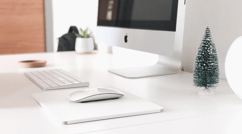 Vous aimeriez être plus efficace dans votre journée, vous sentir en forme pour accomplir les challenges que vous vous êtes fixées ? C'est possible en développant les bonnes habitudes. Pour ça, je vous ai préparé ma liste des 9 habitudes à développer pour être plus productive chaque jour #productivité #organisation #habitudes #routines