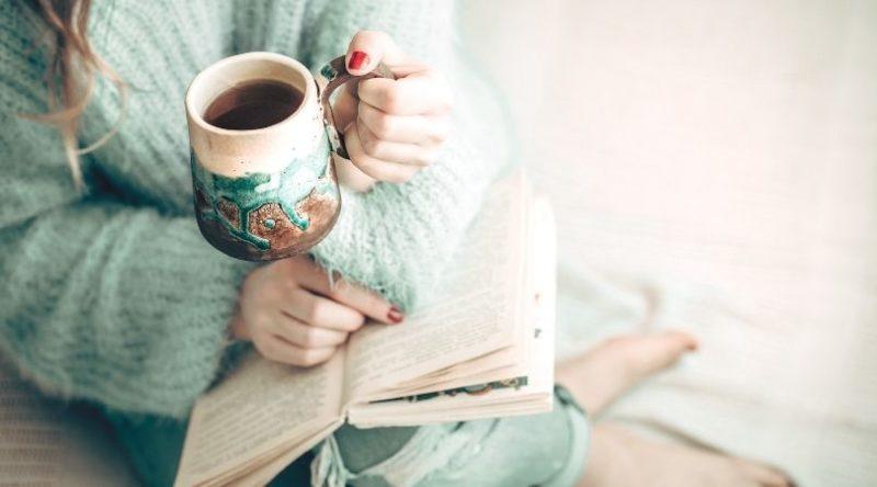 12 idées d'habitudes positives à intégrer à votre routine du soir pour finir la journée sur une bonne note et vous endormir plus sereinement #habitude #organisation #productivité #bien-être
